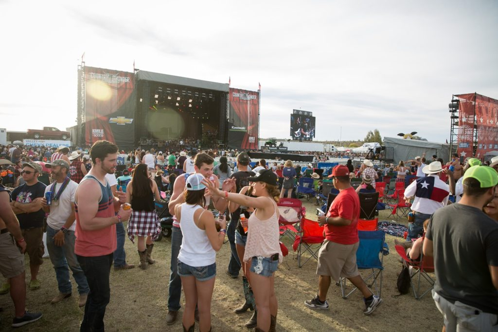 Your Guide to Country Thunder Arizona 2021: Schedule, Tickets, Parking, and More